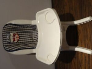 Lot of 4 -High Chair Graco), Stoller, Car Seat, Crib (all toys) West Island Greater Montréal image 5