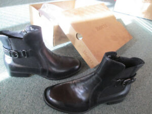 BRAND NEW WOMEN'S SIZE 8 BORN BOOTS