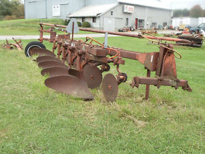 Allis-Chalmers Model 2000 5-Furrow Plough