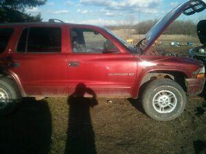 1999 Dodge Durango maroon SUV, Crossover
