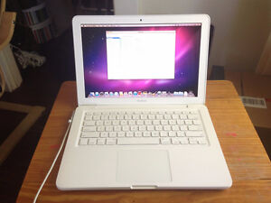 LIKE BRAND NEW MACBOOK 2009 WHITE UNIBODY