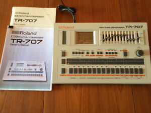 ROLAND TR-707 - Drum Machine