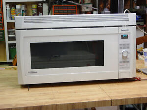 Four-Hotte / Micro-ondes blanc / White over the range microwave