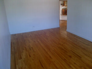 A BEAUTIFUL BIG 5 1/2 FOR RENT.  NEAR SCHOOLS, LIBRARY, TRAIN ST