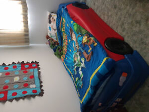 Twin cars bed