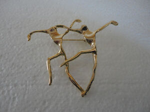 Vintage dancing couple golden brooche pin