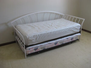 TRUNDLE DAYBED