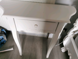 Vintage dresser white