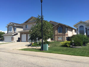 Beautiful 6 bdm home in Crystal Lake Estates with central A/C