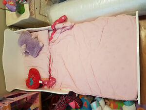 Toddler bed with matress - Good Condition