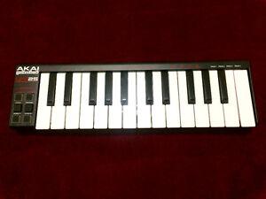 Akai LPK 25 - portable midi keyboard controller