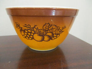 Pyrex Old Orchard Mixing Bowl #401 Kitchener / Waterloo Kitchener Area image 1