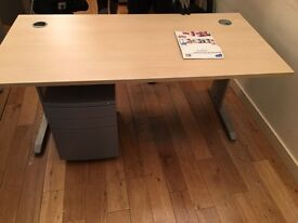 2 x quality office desks on a winter clearance @ just £30 each