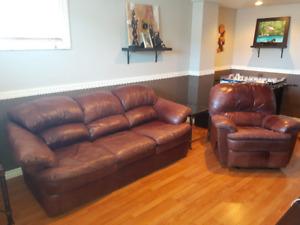 Divan et fauteuil tout cuir