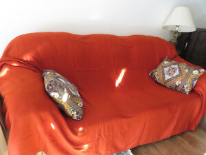 Double bedspread with 2 throw pillows