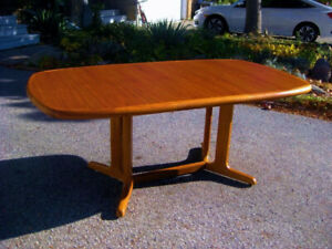 Chic Refinished Expanding Retro Teak Dining / Kitchen Table