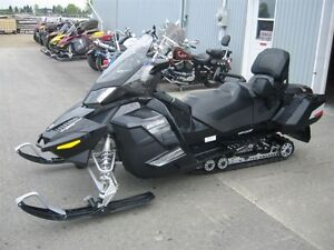SKI-DOO GRAND-TOURING 2011 EN PIECE