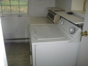 6 BDRM DOWNTOWN STUDENT HOUSE - $425 - ALL INCLUSIVE Peterborough Peterborough Area image 5