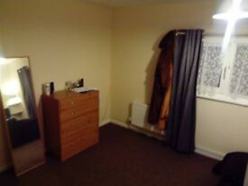 One Double bedroom for rent, £350pm bills all in