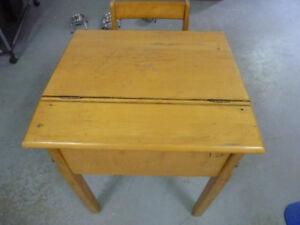 Petit bureau écolier - Pupitre et chaise en bois