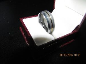 *Men's Tungsten Carbide Ring* Gold Center Inlay *VERY NICE* West Island Greater Montréal image 5