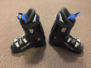 Youth Ski Boots, 235 mm (size 5.5 shoe)