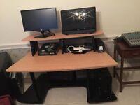 Quiklok Music Desk