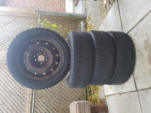 215/60R16 Yokohama ice Guard iG52c winter tires