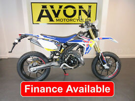 50cc Supermoto with Yamaha-Menarelli AM6 Motor Rieju MRT Supermotard PRO