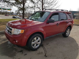2011 Ford Escape XLT, 4WD, auto, LEATHER, only 113,000 km