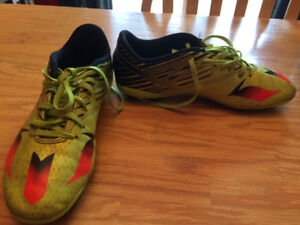 Soccer cleats size 5 1/2