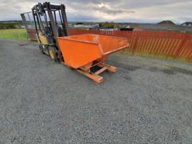Forklift tipping skip tractor telehandler