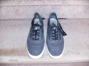 "VANS ""Off the Wall"" Sneaker, Size 6 mens or 7.5 Womens"