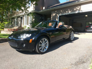 Mazda MX5 GT 2007 - Manuelle 6 vitesses - Condition SHOWROOM