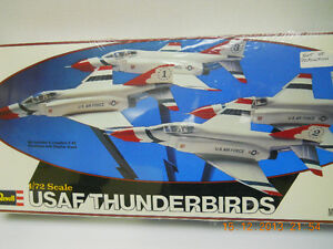 MODEL KIT - USAF F4 Phantom Thunderbirds in Flying Formation