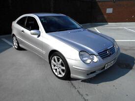 (04) 2004 Mercedes-Benz C200 Kompressor 1.8 SE AUTOMATIC Full Service History
