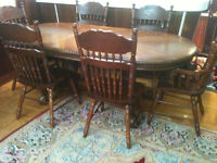 Dining table + 6 chairs in very good condition