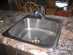 Lavabo et robinet de cuisine