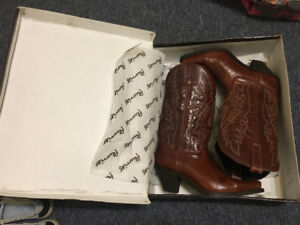 Cowboy boots like new size 8