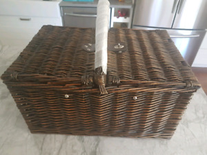 Picnic Basket for Two ( Brand new)