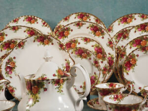 Royal Albert Old Country Roses Bone China Dinner Set for 8 Cup S