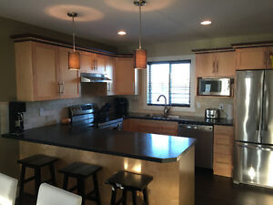 Beautifully finished 1/2 duplex for rent