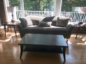 Coffee table and 2 matching end tables.