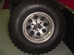4 Mickey Thompson rims and 4    33x12.5x15  tires CHEVY 4X4