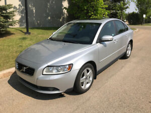 Loaded Volvo S40 2.4i Premium - LOW KM @ Only 98,000