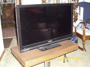 "INSJGNIA TV 29""  LIKE NEW WITH TV STAND"