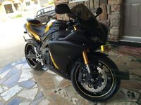 2009 YAMAHA R1 MINT CONDITION ONLY 9000 KM!!!!