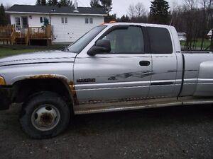2002 Dodge Power Ram 3500 slt Pickup Truck