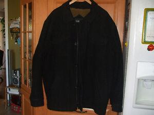 Manteau d hiver noir gr XL  450-994-2242