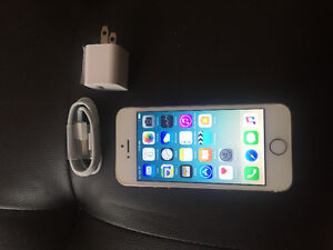 very good condition iPhone 5s gold 16G with Telus